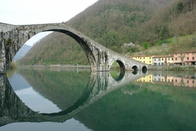 il-ponte-del-diavolo-a-borgo-a-mozzano