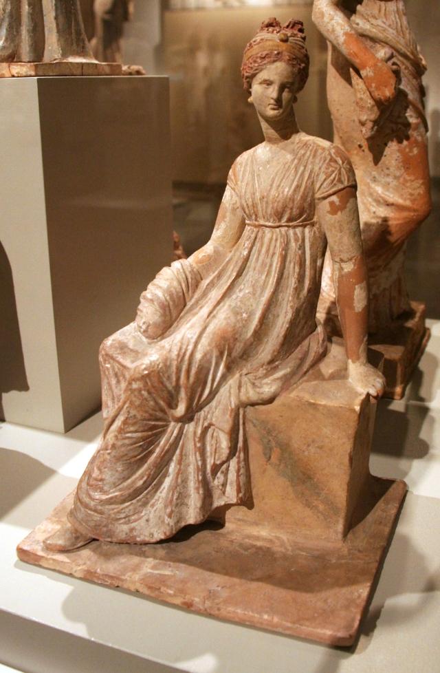altes_museum_-_tanagra_figurine3